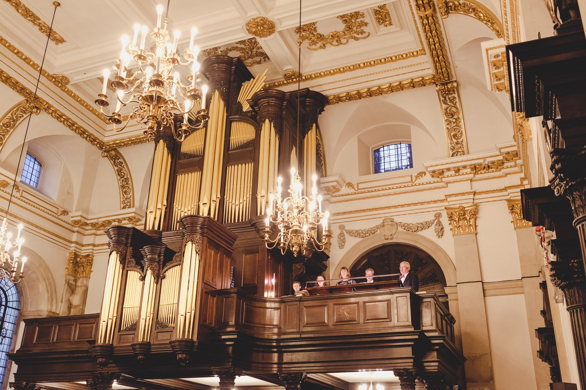 Church choir singing at St Lawrence Jewry wedding Guildhall